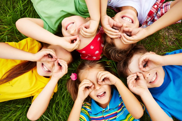 glade børn fra en sammenbragt familie